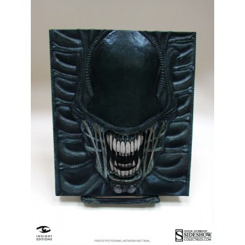 Alien The Weyland-Yutani Report Collectors Edition Alien Book