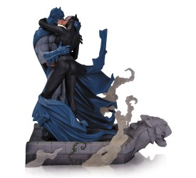 Batman Hush Statue Batman and Catwoman Kiss 28 cm