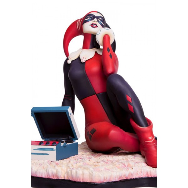 Batman The Animated Series Statue Harley Quinn Waiting For