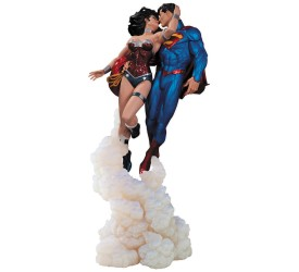DC Comics Statue Superman and Wonder Woman The Kiss 36 cm