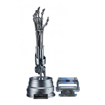 Terminator 2 The Real Replica 1/1 T-800 Endoskeleton Arm and Brain Chip Set