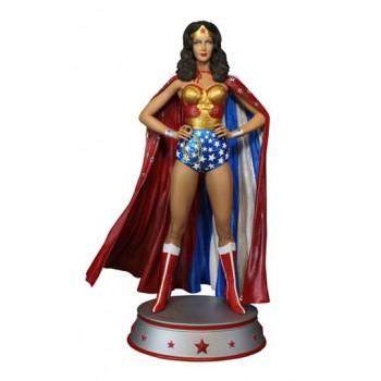 DC Comic Maquette Wonder Woman Cape Variant 33 cm
