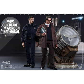 The Dark Knight Rises Movie Masterpiece Action Figures 1/6 John Blake and Jim Gordon with Bat-Signal 30 cm